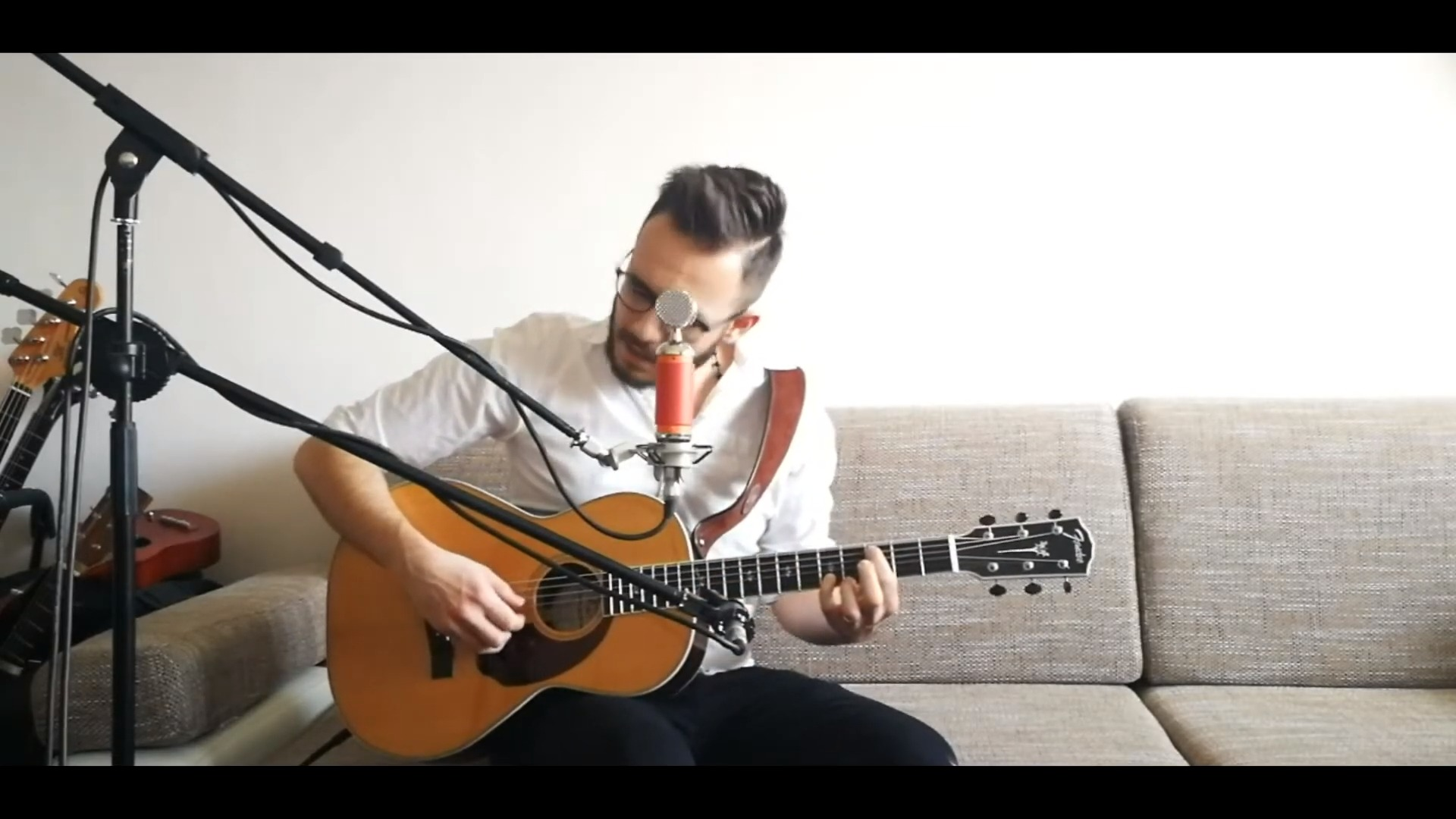Martin Brečko – Zraniteľní / Song z gauča /